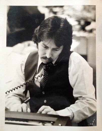 Robert Meckel at his Houston Post desk; photo by Fred Bunch, 1978